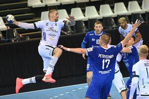 Kapitán Tatrana Prešov Oliver Rábek sa v závere zápasu nešťastne zranil.