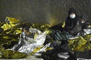 Niekoľko stoviek migrantov dorazilo cez víkend na ostrov Lampedusa
