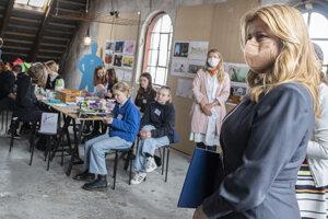 Prezidentka SR Zuzana Čaputová (vpravo) v rámci pracovnej cesty navštívila v Dánskom kráľovstve neziskovú organizáciu Bibiana Danmark, v ktorej otvorila Detskú školu architektúry a staviteľstva 11. mája 2021 v Kodani.