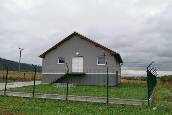Čistiareň odpadových vôd v Kravanoch majú vybudovanú. Obec je jedna z dvoch posledných v Popradskom okrese, ktoré nemajú dobudovanú kanalizáciu.