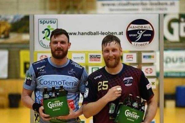 Marek Kováčech (vpravo) po zápase v rakúskej lige. Vľavo je ďalší bývalý hráč Topoľčian - Ľubomír Jadroň.
