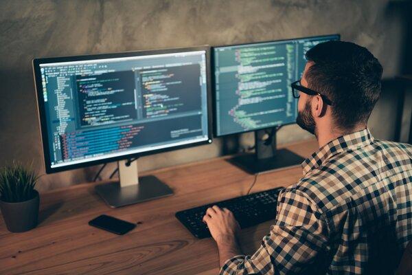 IT firmám chýbajú kvalifikovaní zamestnanci.