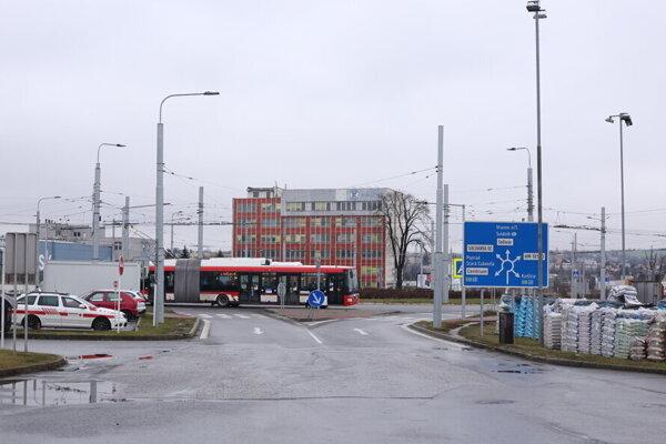 Mesto chce v smere do centra priamo prepojiť Solivarskú ulicu s Košickou. Trolejbusy si skrátia trasu a vyhnú sa tak frekventovanej Východnej ulici.