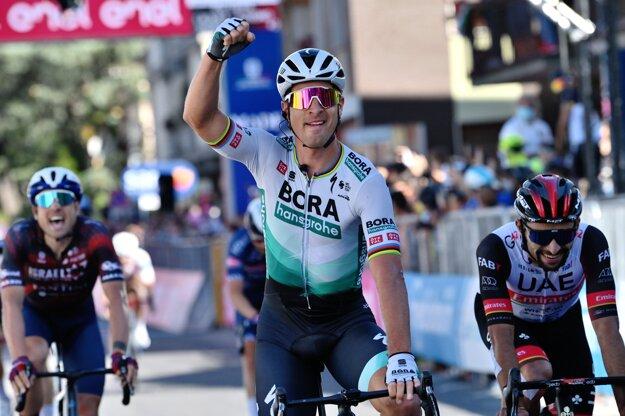 Peter Sagan oslavuje víťazstvo v10. etape 104. ročníka Giro d'Italia.
