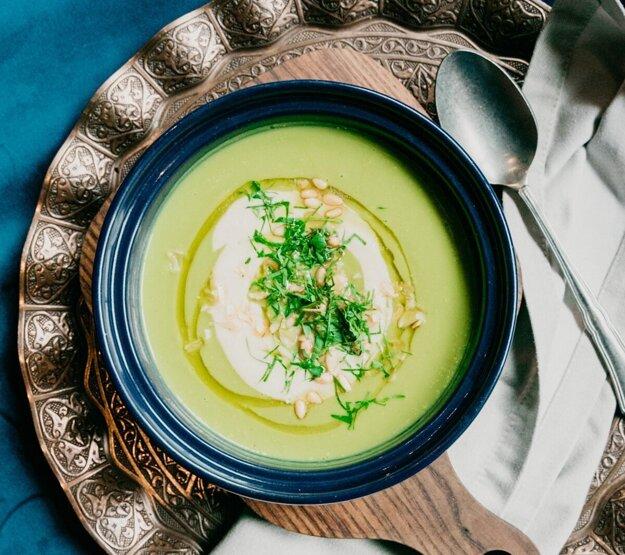 Varíme s Korzárom: Hrášková polievka s mandľami. Na recept sa prekliknete cez obrázok.
