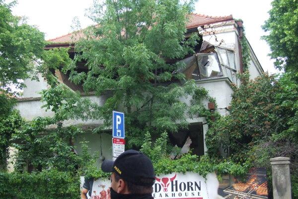 Časť vily sa vo štvrtok zrútila.