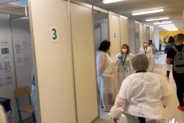 Dnes otvorili veľkokapacitné očkovacie centrum v Leviciach.