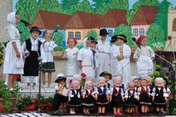 Na Lupiniarskej paráde vystúpil aj domáci detský folklórny súbor Lupienok.