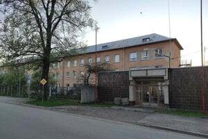 Budovy ponúkne univerzita na predaj.