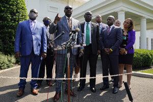 Členovia rodiny Georgea Floyda po stretnutí s Joeom Bidenom a Kamalou Harrisovou v Bielom dome.