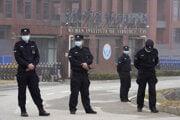 Vedci nevylučujú teóriu, že vírus unikol z Wu-chanského virologického inštitútu.