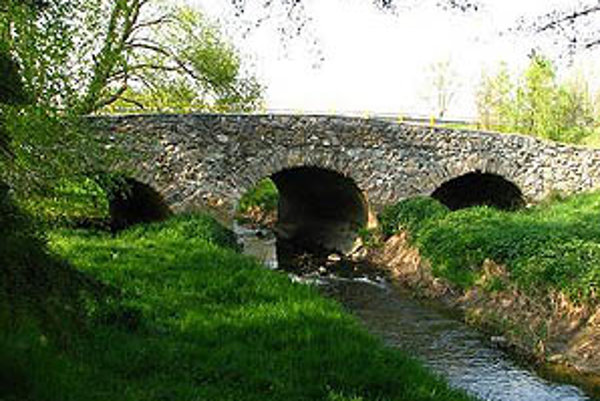 Kamenný most v Novej Vsi nad Žitavou.