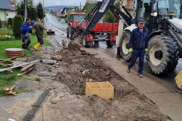 Rekonštrukcia chodníkov stála doteraz obec cez 400-tisíc eur.