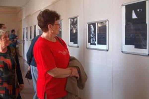 Výstava fotografií Daniely Školovej doplnená vlastnými poetickými textami v Ponitrianskom múzeu potrvá do 24. júla.