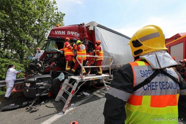 Šoférovi z Jacoviec už nedokázali záchranári pomôcť.