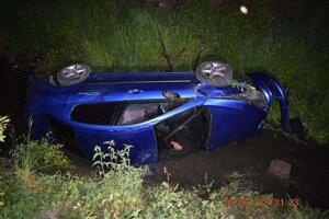 "Opitý vodič ""zaparkoval"" v potoku."