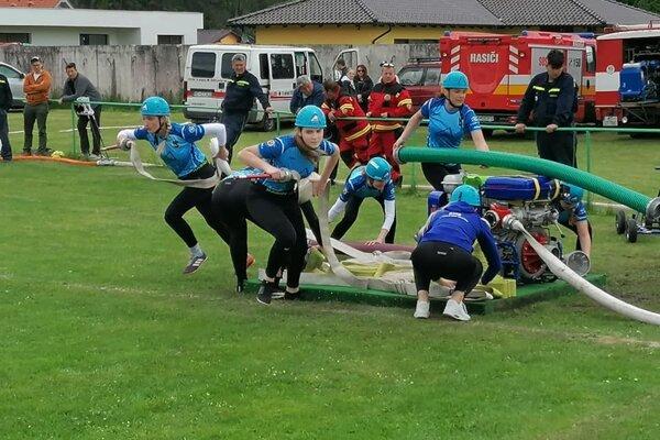 Dobrovoľné hasičky z Koštian nad Turcom zvíťazili v okresnom kole hasičskej súťaže.