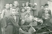 školské akcie, zber šrotu  1957