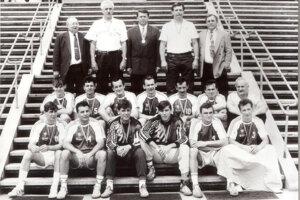 Hádzanári TJ Tatran Prešov po zisku zlatých medailí v sezóne 1992/1993.
