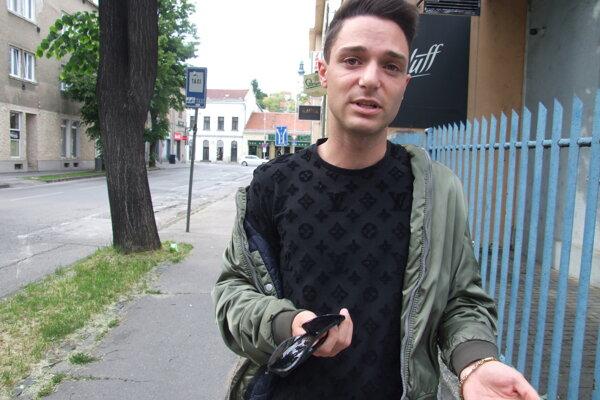 David Key bol s kamarátmi v diskotékovom klube na Kmeťkovej ulici. Incident sa presunul aj na Mostnú.