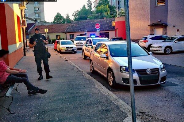 Mladíka stopli policajti hneď dvakrát.