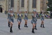 Diridonky počas tanca na pieseň Jerusalema na prešovskom námestí.