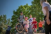 Vznik pumptracku v Parku športovcov vzišiel z iniciatívy partie nadšencov z občianskeho združenia Cykloklub Tribeč ako víťazný projekt participatívneho rozpočtu mesta Topoľčany ešte v roku 2019.