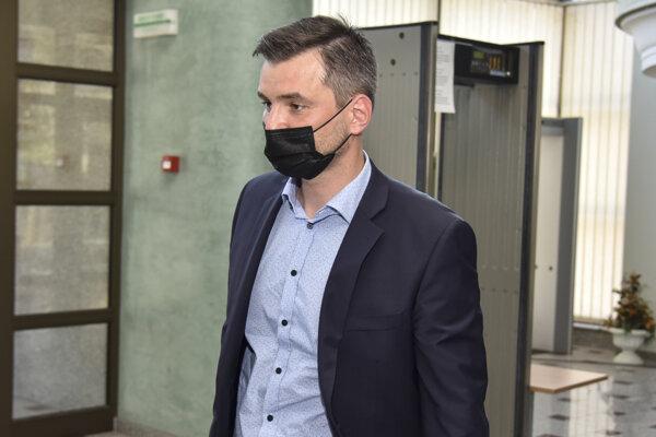 Právny zástupca obžalovaného advokáta Martina Ribára Matej Marhavý.