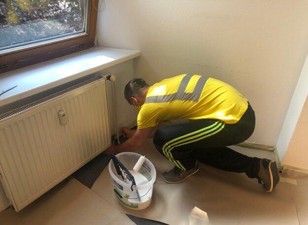 Dobrovoľníci prišli pomôcť aj Nadácii Pontis. Skrášlia priestory a vymaľujú.