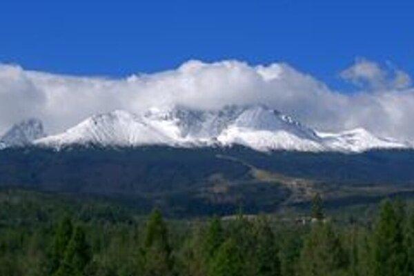 Končiare Tatier pokrýva sneh.