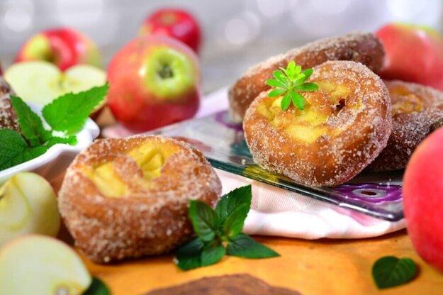 Pečieme s Korzárom. Sladká dobrota - vyprážané jablká v cestíčku. Kliknite na fotku a dostanete sa k receptu.