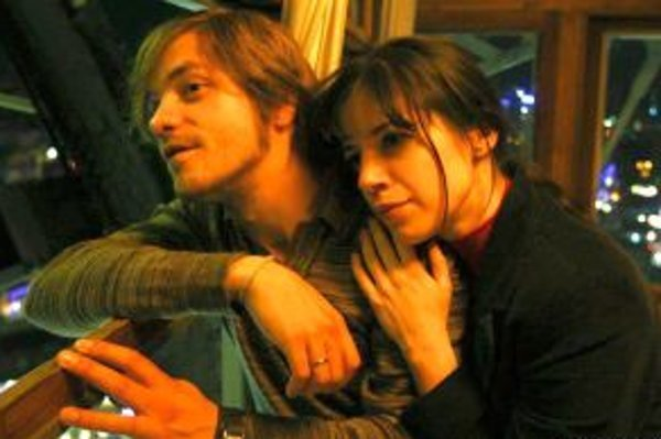 Jirka Mádl a Michaela Majerníková v hlavných úlohách filmu Eštebák.