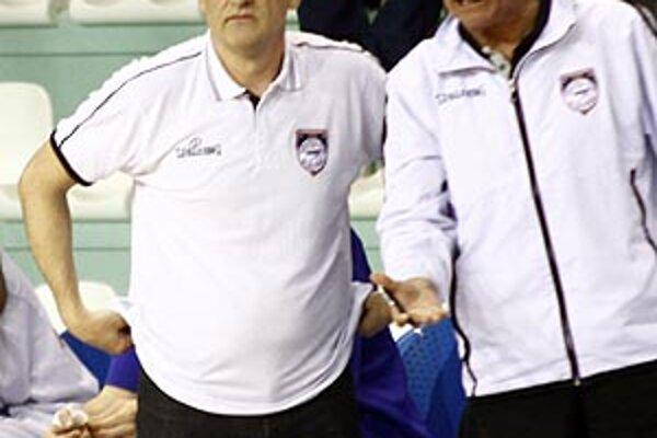 Tréner Ľubomír Urban s technickým vedúcim Jozefom Mečiarom.