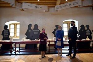 Prezidentka Zuzana Čaputová Zuzana Čaputová pri prehliadke múzea počas slávnostného otvorenia zrekonštruovaného kaštieľa v obci Borša v okrese Trebišov.