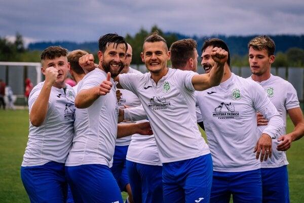 Futbalisti Turzovky sa radujú z postupu do IV. ligy.