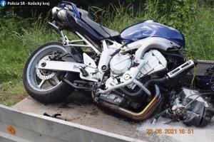 Predná časť motorky zostala zničená.