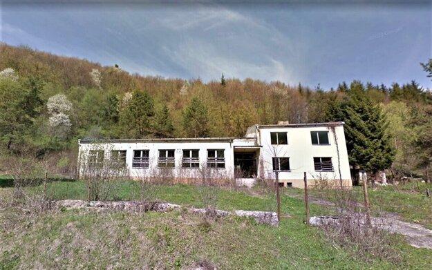 Bývalá základná škola v Šmigovci nemá edukačné využitie. V obci s 80 obyvateľmi školákov nemajú.