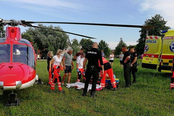 Mladíka z vodnej nádrže Tesáre odviezol vrtuľník.