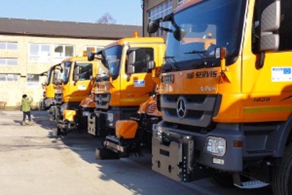 Nové sypače. Každá z piatich regionálnych správ ciest dostane po dve vozidlá.