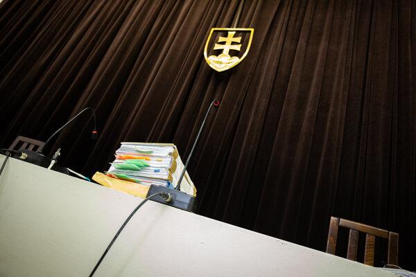 Povolanie vyššieho súdneho úradníka môže byť medzikrokom ku kariére sudcu.