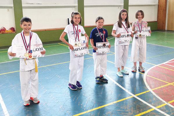 Mladí karatisti z Trstenej absolvovali už niekoľko súťaží.