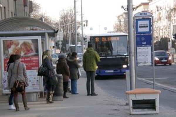 Zmeny v mestskej autobusovej doprave začnú platiť od apríla.