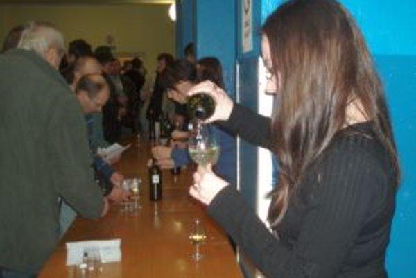 Po fašiangovej zabíjačke nasledovala v kultúrnom dome ochutnávka a hodnotenie vín.