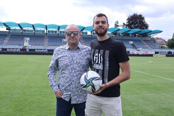 Dávid Šípoš so svojim agentom, licenčným sprostredkovateľom Milanom Lednickým z Football Service Agency.