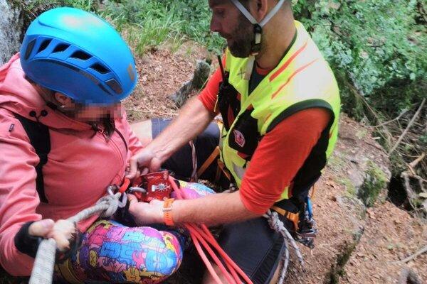 Horská záchranná služba pomohla slovenskej turistke prejsť úsek na Ferrate.