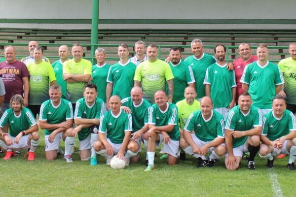 Spoločná fotka oboch tímov.