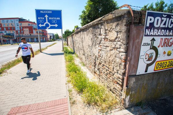 Múr na Dohnányho, mesto už oslovilo majiteľa.