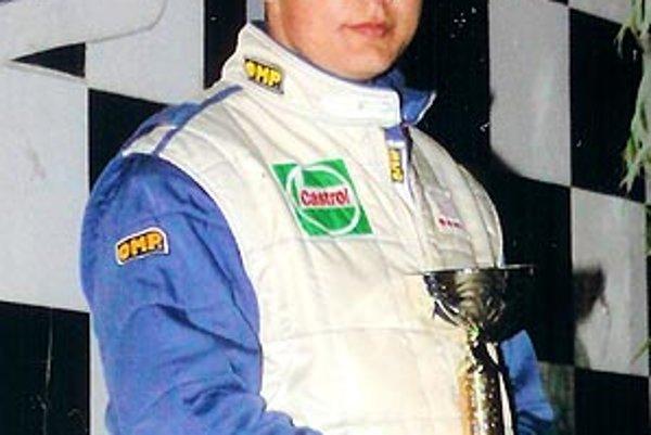 Karol Šedivý pokračuje v rodinnej motoristickej tradícii a nadväzuje na úspechy svojho otca, ktorý tragicky zahynul vo februári 2009.