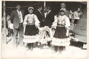 Dožinkové slávnosti. S dožinkovým vencom prišli na slávnosti do Blatnice aj družstevníci z Dražkoviec.