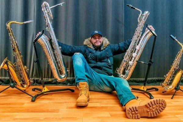Michal Haľama sa na strednej rozhodol k saxofónu vrátiť, dnes je hudba jeho prácou.